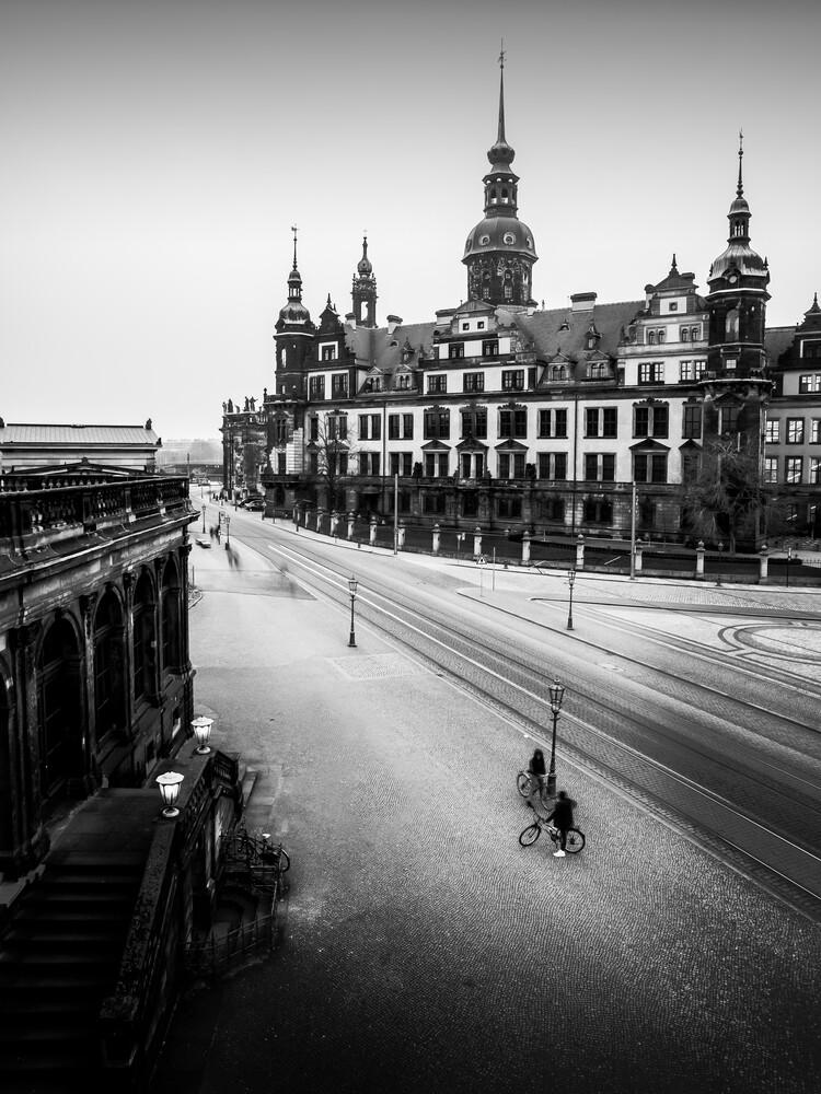 CHATTING CYCLISTS – DRESDEN - fotokunst von Christian Janik