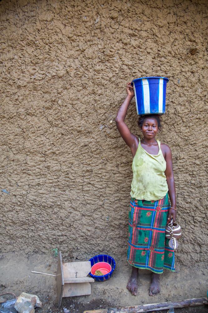 Bucket - fotokunst von Miro May