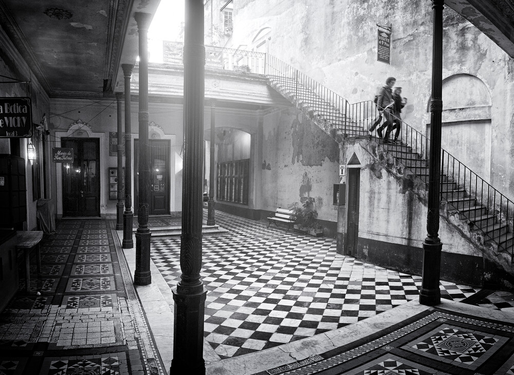 Buenos Aires Courtyard - Fineart photography by Rob van Kessel