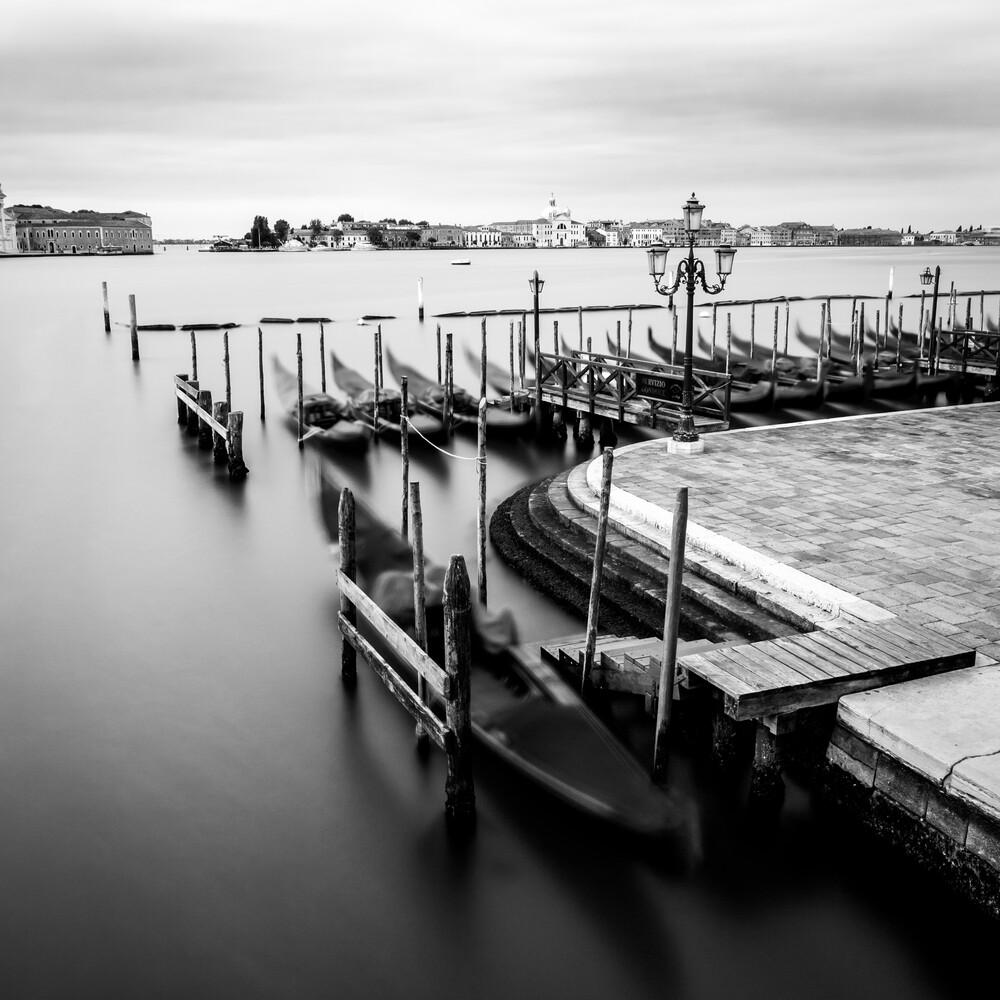 GONDULA - VENICE - fotokunst von Christian Janik