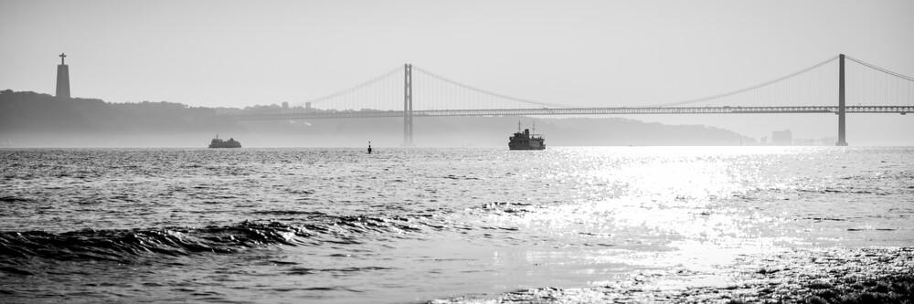 Ponte de 25 Abril - fotokunst von Sebastian Rost