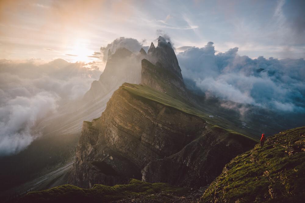 Die Geislergruppe in den Dolomiten bei Sonnenaufang - fotokunst von Roman Königshofer