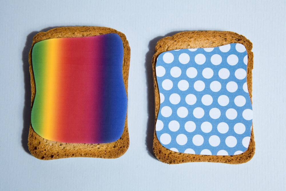 Pattern Toast - fotokunst von Loulou von Glup