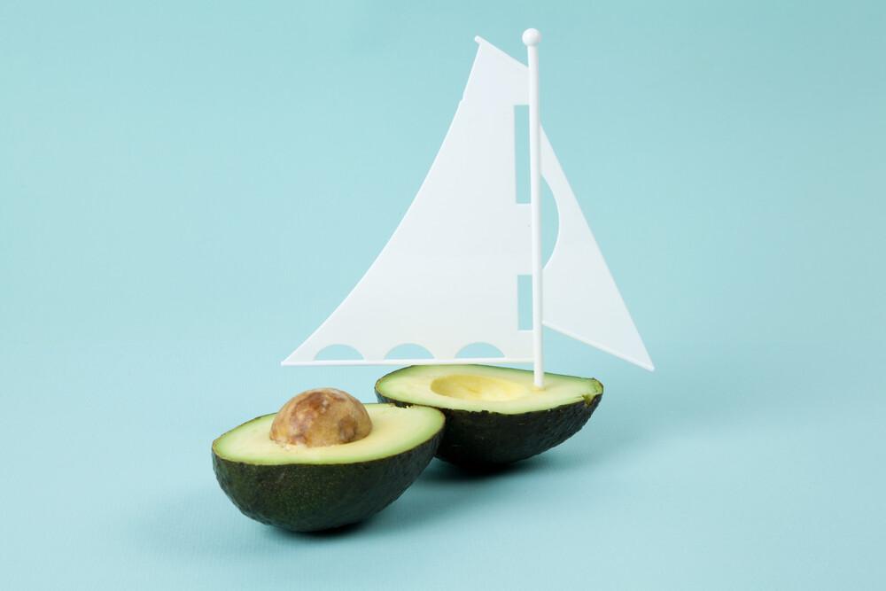 Coule Avocado Boat - fotokunst von Loulou von Glup