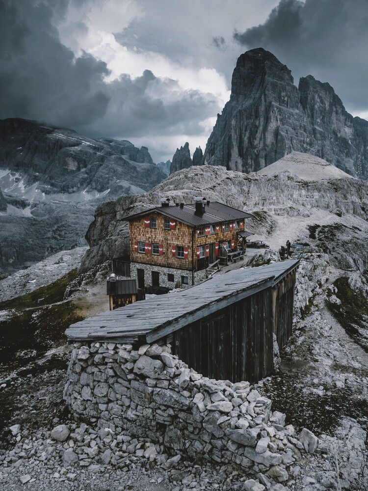Hütte in den Dolomiten - fotokunst von Jan Keller