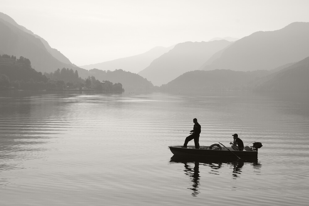 Angler am Bergsee - Fineart photography by Stefan Wensing