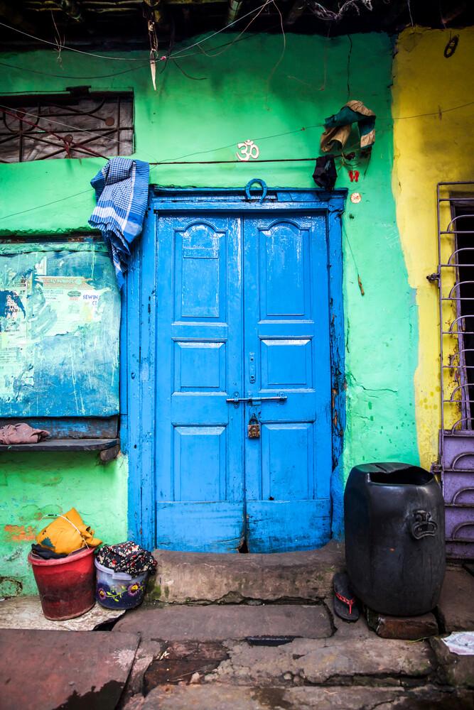 Blue Door - fotokunst von Miro May