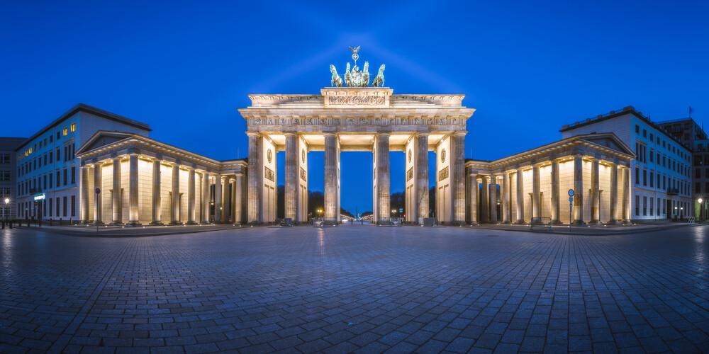 Berlin Brandenburger Tor - fotokunst von Jean Claude Castor