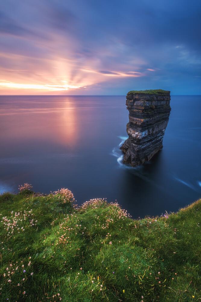 Irland Downpatrick Head - fotokunst von Jean Claude Castor