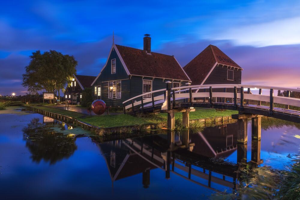 Amsterdam Zaanse Schanz zur blauen Stunde - fotokunst von Jean Claude Castor