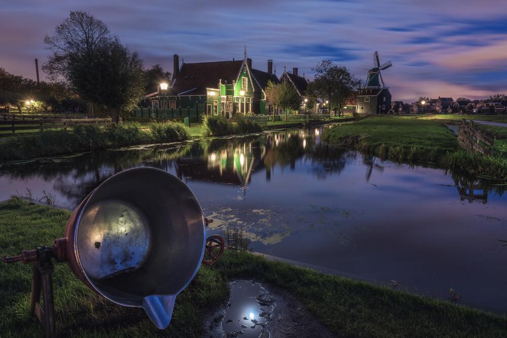 Amsterdam Zaanse Schans am Morgen - fotokunst von Jean Claude Castor
