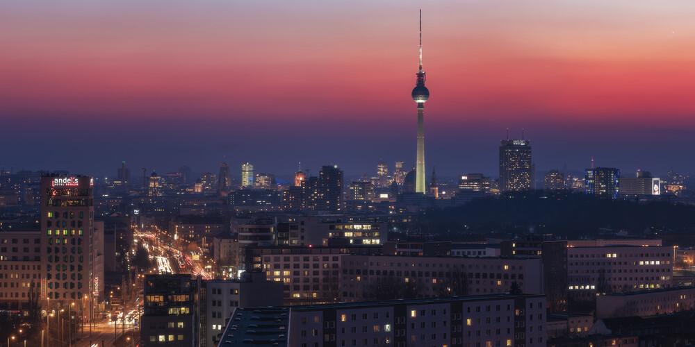 Berlin Farbspiel am Abendhimmel - fotokunst von Jean Claude Castor