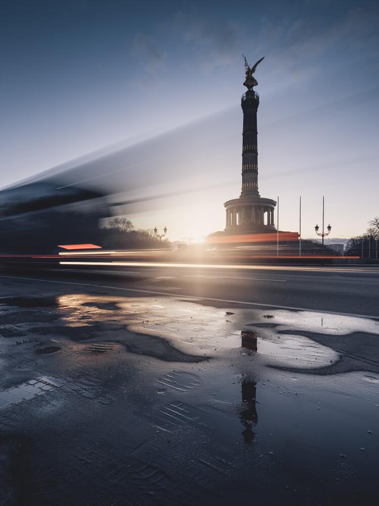Berufsverkehr am Großen Stern und Siegessäule Berlin - fotokunst von Ronny Behnert