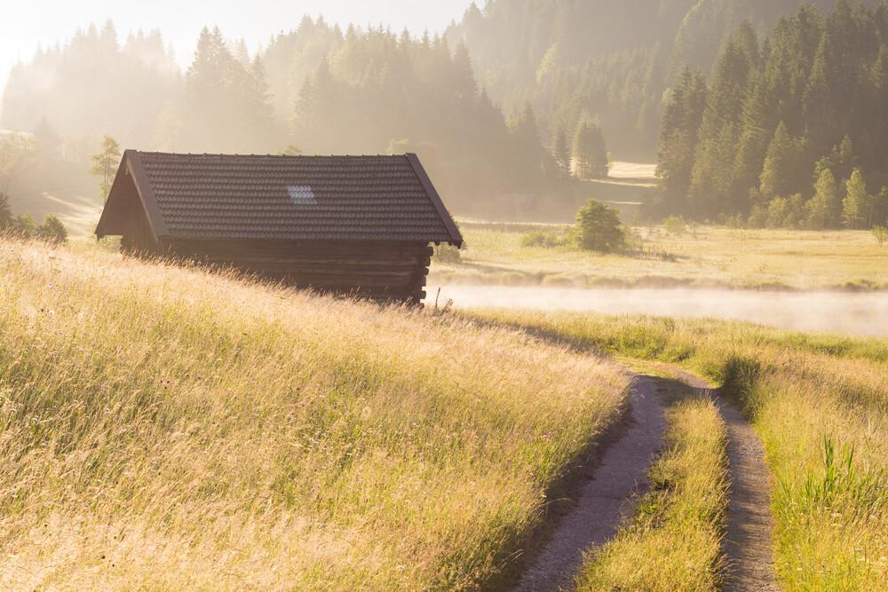 Goldener Morgen in den Bergen - fotokunst von Martin Wasilewski