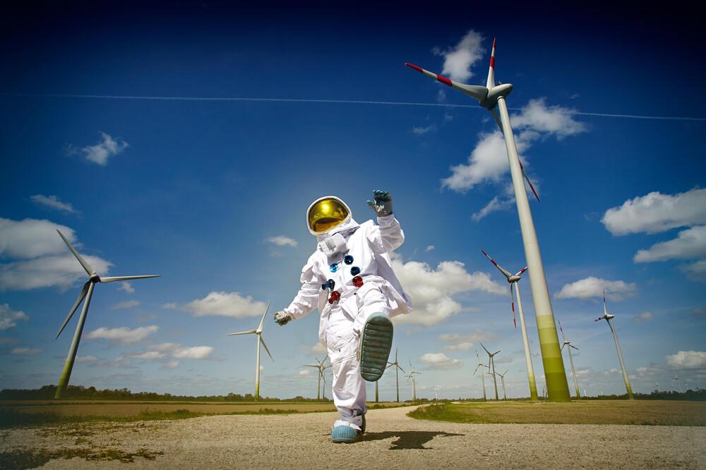 Protestonaut Windenergie - fotokunst von Sophia Hauk