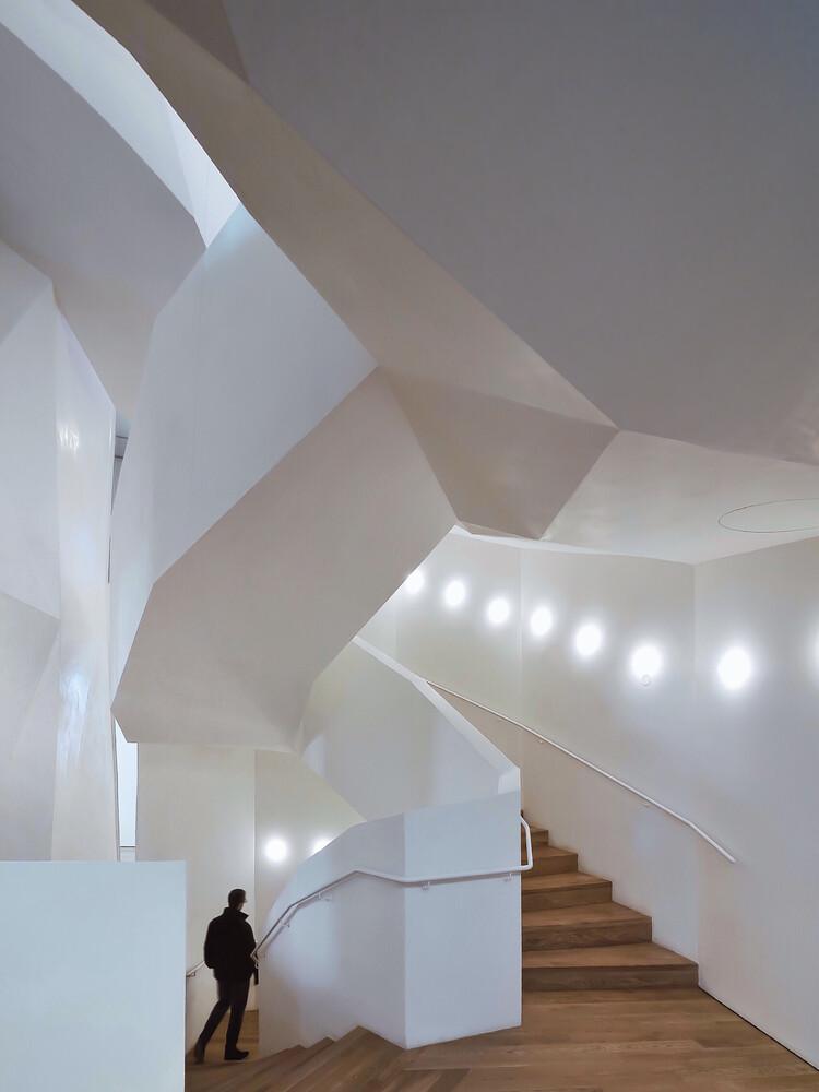 The white staircase - fotokunst von Roc Isern