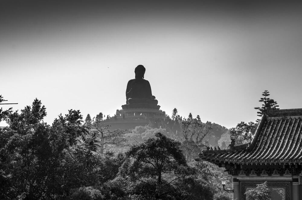 Tian Tan Buddha - fotokunst von Aleksi Lausti
