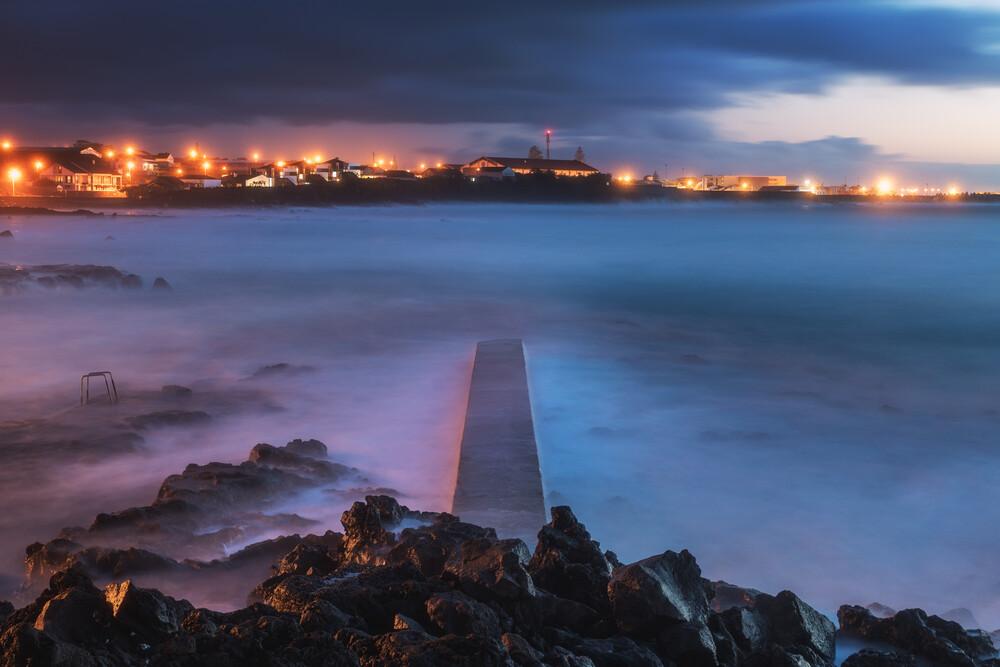 Steg in den Atlantik - fotokunst von Jean Claude Castor