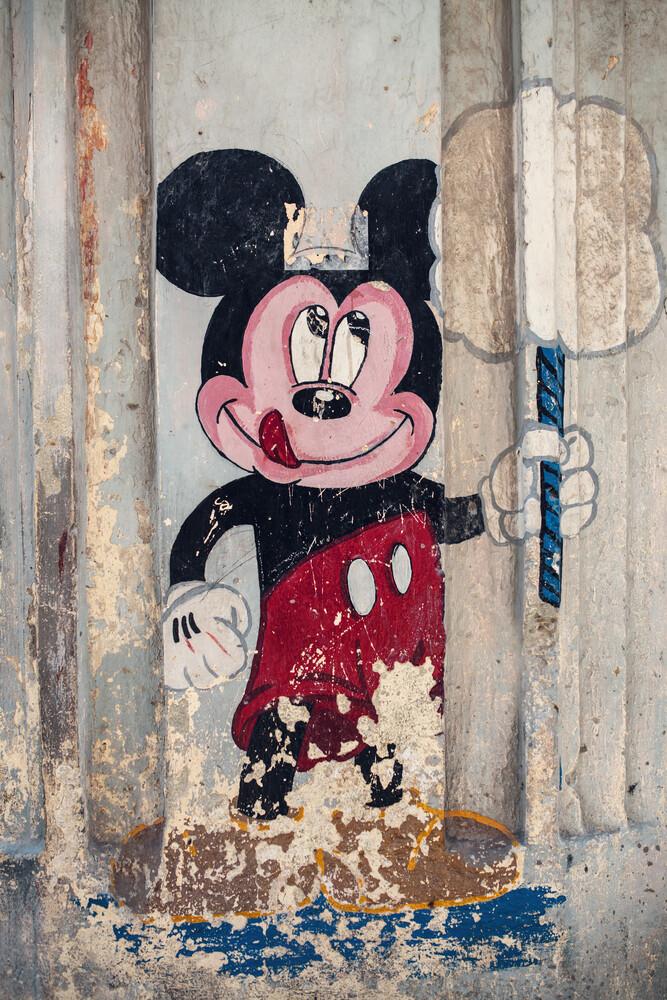 Strassenkunst mit Micky Maus - fotokunst von Franz Sussbauer