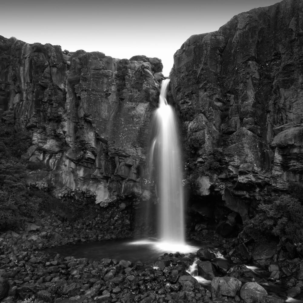 TARANAKI FALLS - fotokunst von Christian Janik