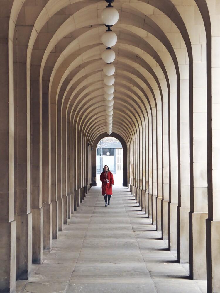 Archway row - fotokunst von Roc Isern