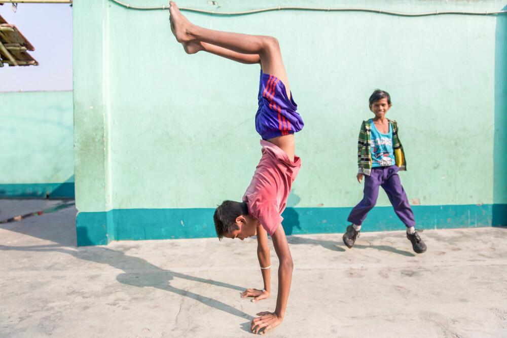 Handstand - fotokunst von Miro May