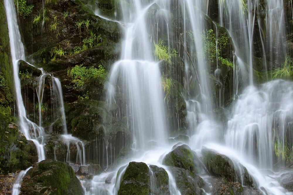 Fahler Wasserfall - fotokunst von Jürgen Wiesler