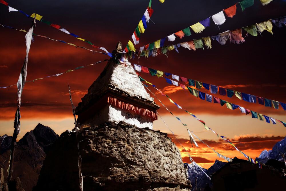 Stupa in Nepal - fotokunst von Jürgen Wiesler