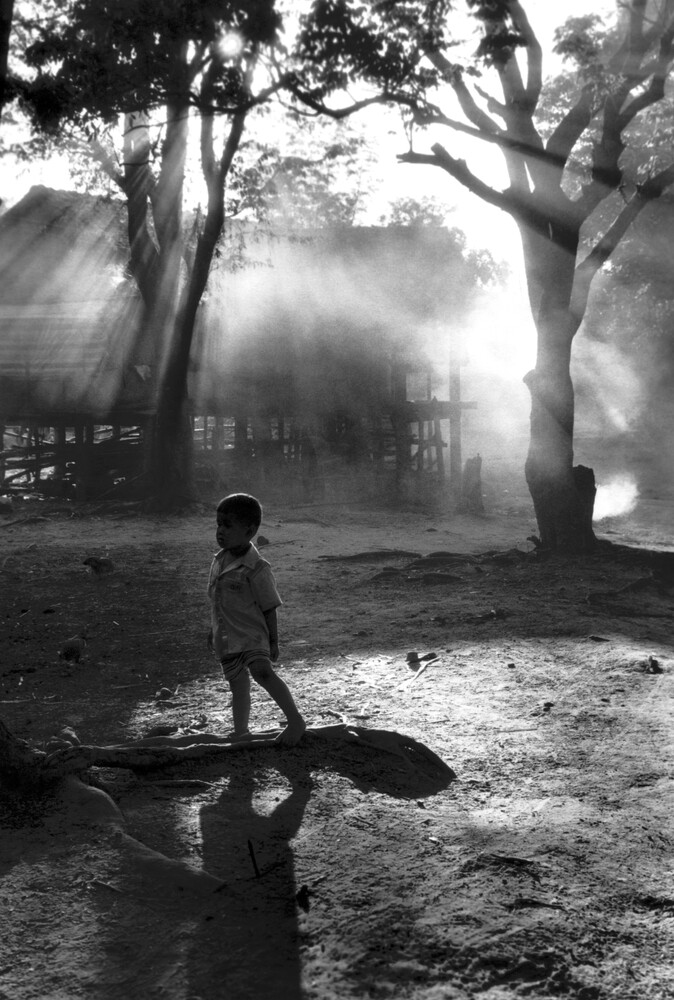 Little Boy at Kontum Village  - fotokunst von Silva Wischeropp