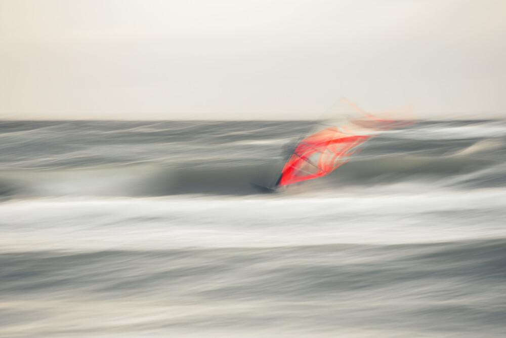 Surfing - fotokunst von Holger Nimtz
