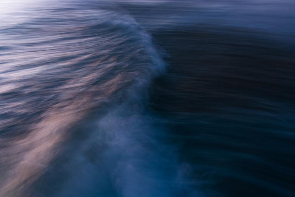 The Uniqueness of Waves XX - fotokunst von Tal Paz Fridman
