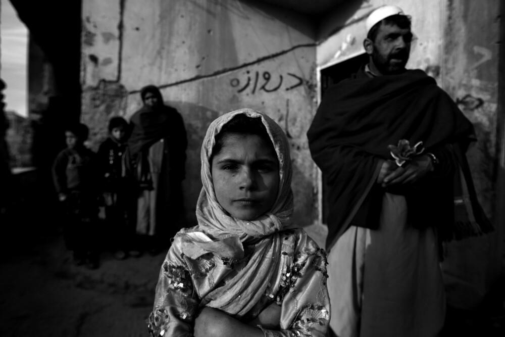 Afghan Family - fotokunst von Rada Akbar