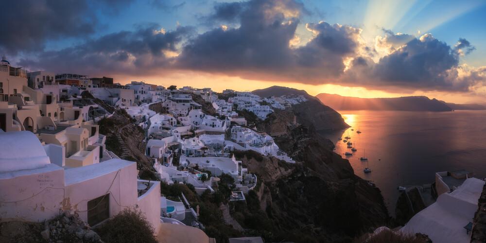Sonneuntergang in Santorini - fotokunst von Jean Claude Castor