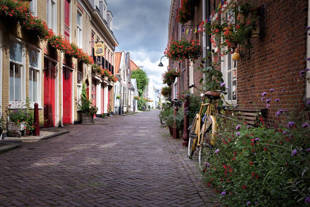 Idyllic Dutch street - fotokunst von Oona Kallanmaa