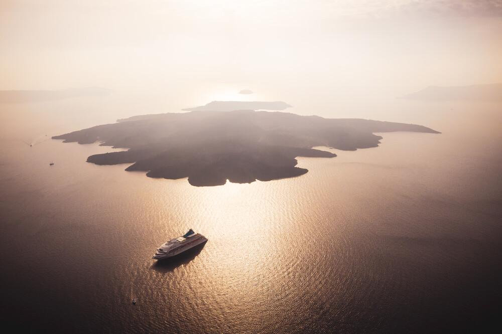 Griechenland Santorini Nea Kameni Luftuafnahme - fotokunst von Jean Claude Castor