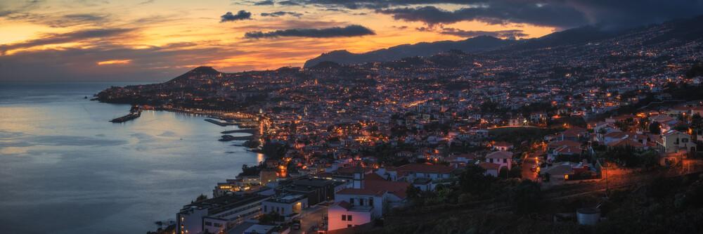 Madeira Funchal Panorama zum Sonnneuntergang - fotokunst von Jean Claude Castor