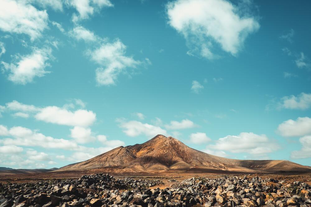 Unter den Wolken - fotokunst von Philipp Awounou