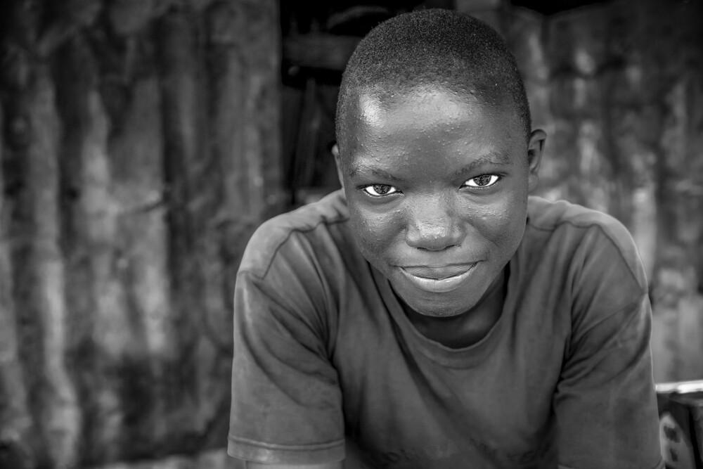 Mathare BW - fotokunst von Miro May