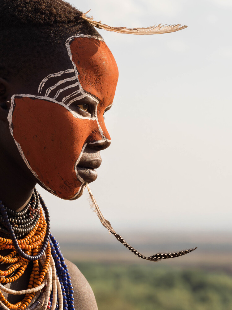 Young Woman from the Karo Tribe on the Omo River - fotokunst von Phyllis Bauer