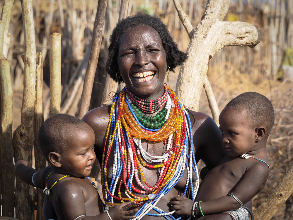 Wonderful Mother with your Twins from the Arbore Tribe - fotokunst von Phyllis Bauer