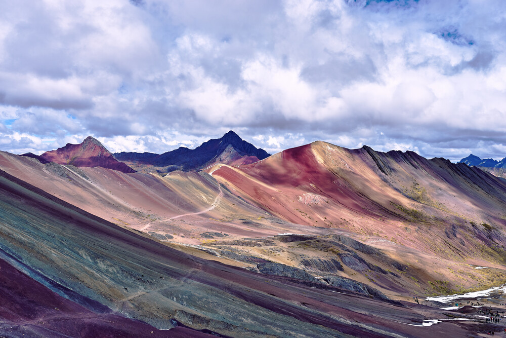 Regenbogen-Berge vor Gewitterwolken - fotokunst von Marvin Kronsbein