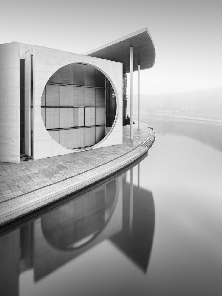Berliner Regierungsviertel im Nebel - fotokunst von Ronny Behnert