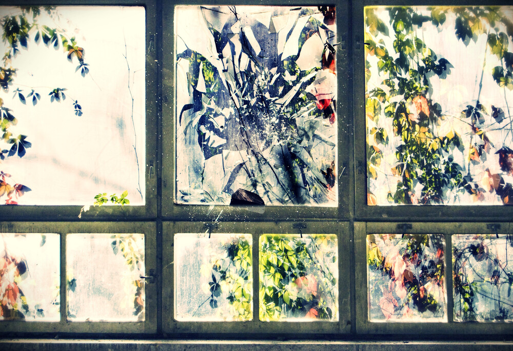 Broken - fotokunst von Andrina Peric