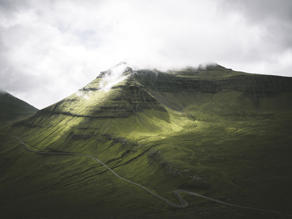 Bergstrasse - fotokunst von Silvan Schlegel