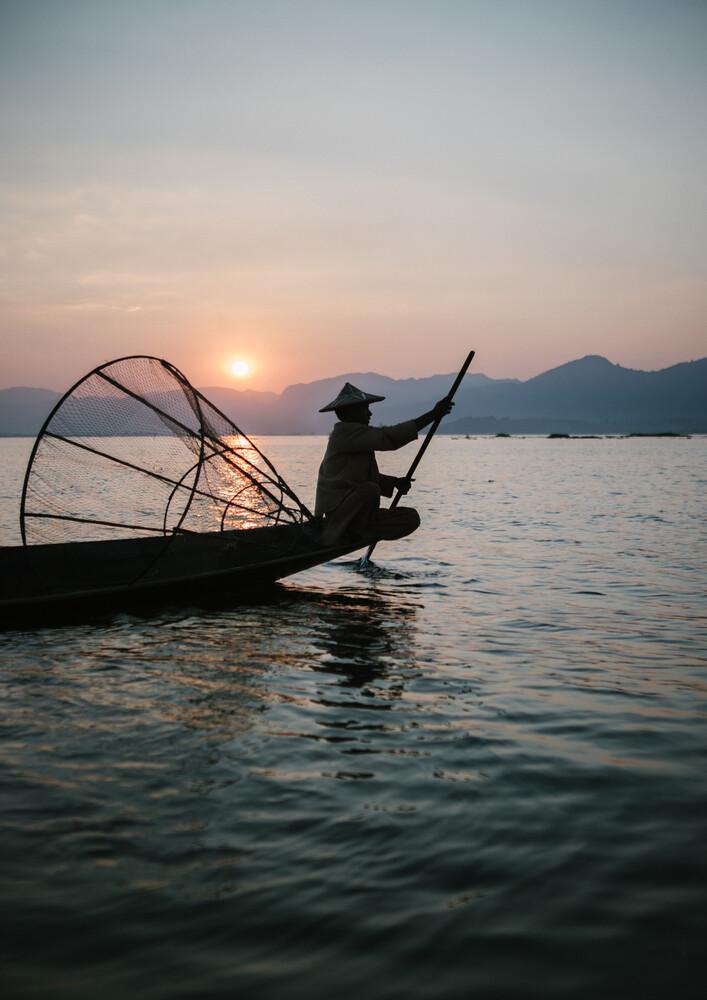 Burmese fisherman 2 - fotokunst von Julian Wedel