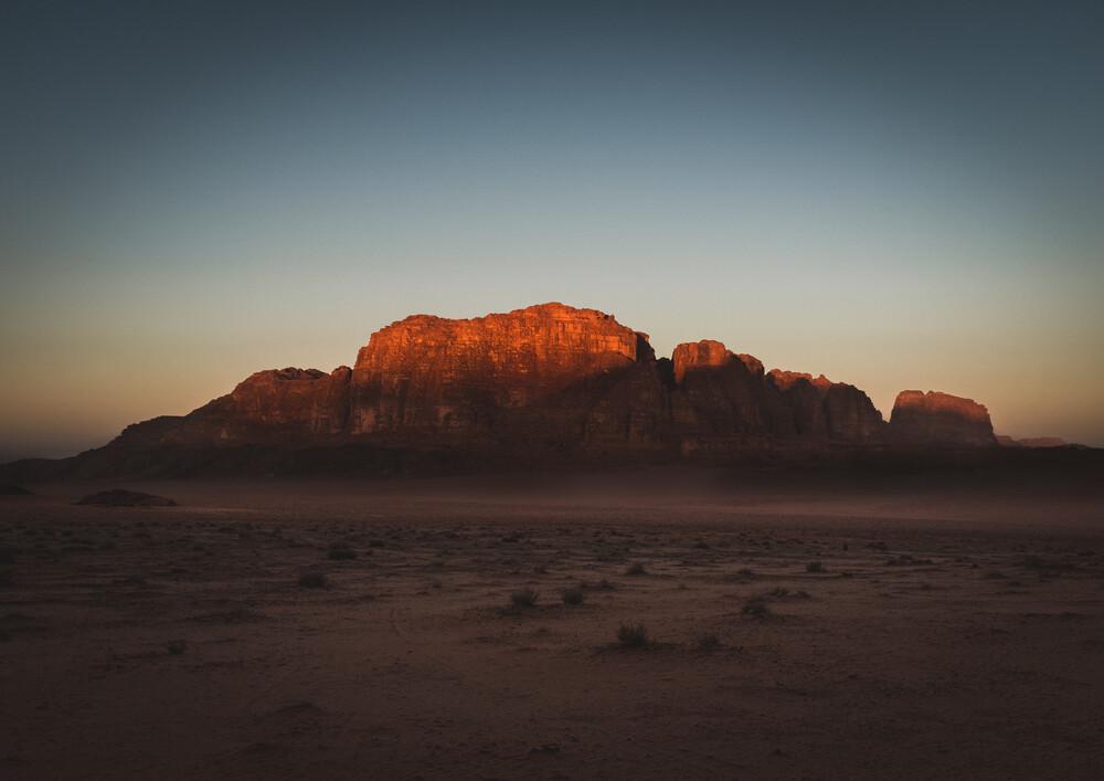 Sunrise in Wadi Rum desert - fotokunst von Julian Wedel