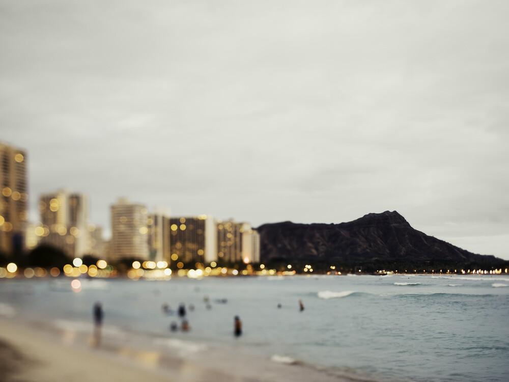 Waikiki Beach - fotokunst von Vera Mladenovic