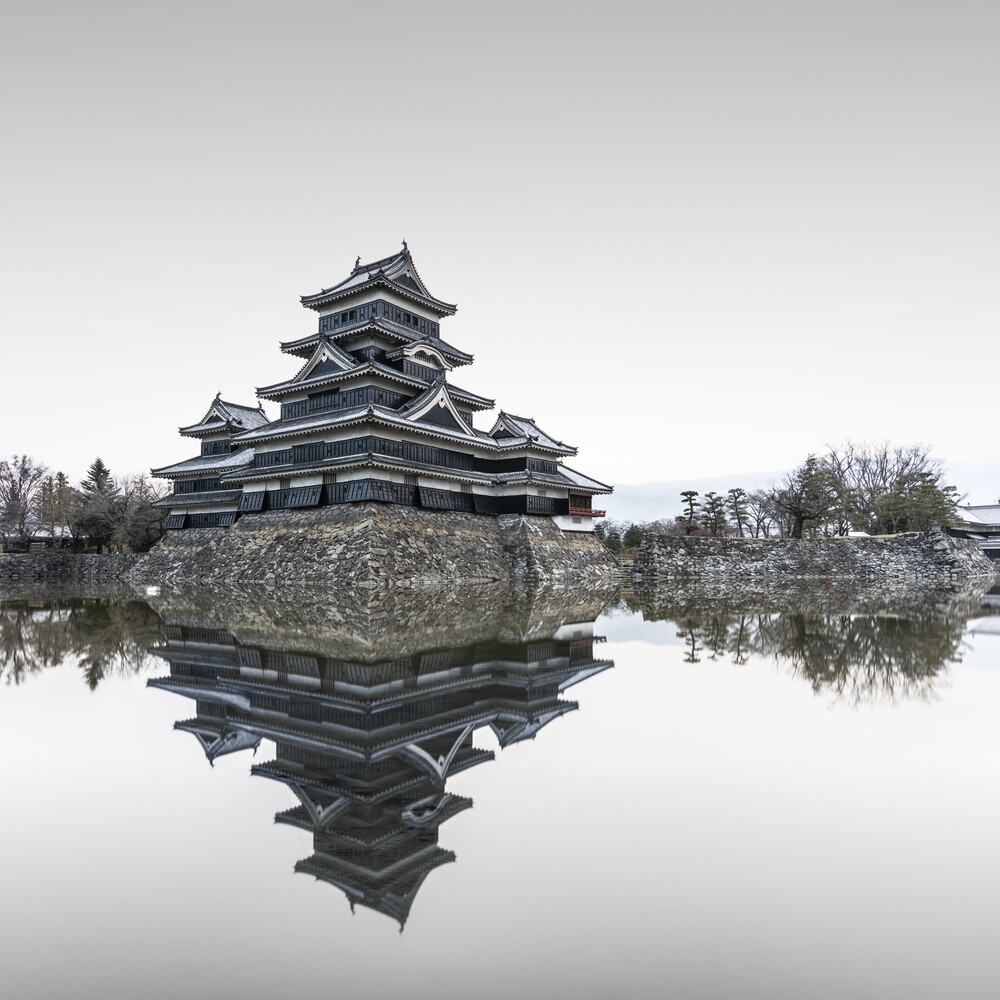 Matsumotu Castle Japan - fotokunst von Ronny Behnert