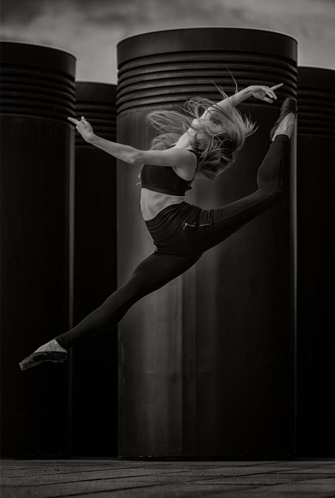Jump - fotokunst von Klaus Wegele