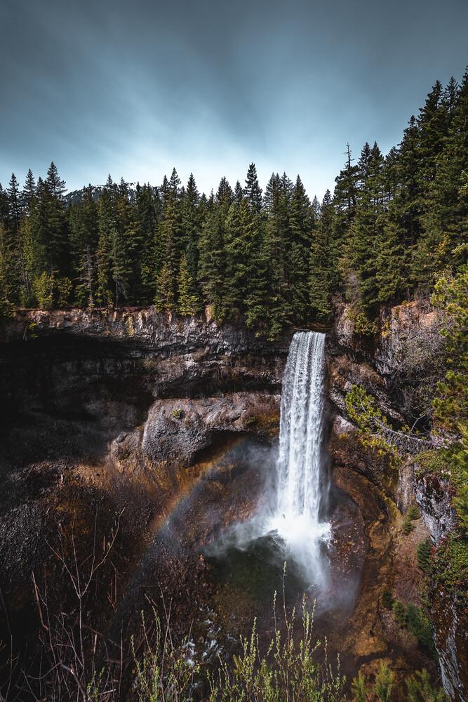 Regenbogen Wasserfall in Kanada - fotokunst von Tobias Winkelmann